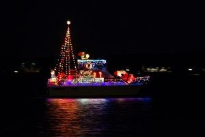 Solomons-Lighted-Boat-Parade_02_YourCalvert