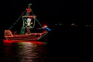 Solomons-Lighted-Boat-Parade_05_YourCalvert